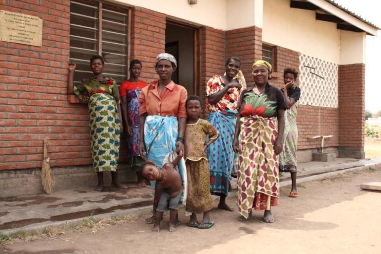 Naisia ja lapsia Malawissa
